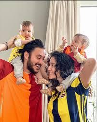 Pelin Akil eşi ve ikizleriyle derbi pozu verdi – sosyal blog