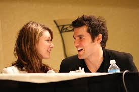 File:Jewel Staite & Sean Maher @ the Flanvention.jpg - Wikimedia Commons