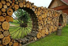 Awesome Log Fence With Old Wagon Wheels Backyard Fences Fence Landscaping Fence Design