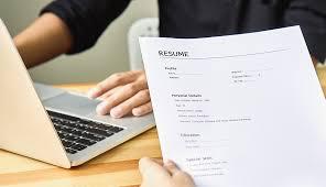 Do Employers Care More About Your Résumé or LinkedIn?