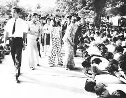 สยามานุสสติ | Siammanussati.com วันที่พระพักตร์ของ 'พ่อ' ดูเศร้าหมองที่สุด  คือ 14 ตุลาคม 2516 - สยามานุสสติ