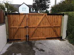 Rear View Of 3 4 Split Driveway Gate Fitted Using Adjustable 24 Gate Hinges Modern Design In 2020 Wood Gates Driveway Fence Gate Design Driveway Gate