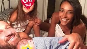 Juliana Moreira: primo selfie di famiglia dopo il parto