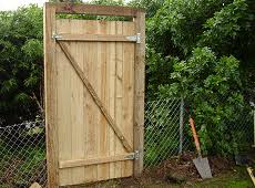 How To Make A 6ft High Fence Gate Buildeazy Fence Gate Wooden Fence Gate Fence Planning