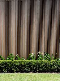 Vertical Timber Battens As An Alternative To The More Common Horizontal Batten Feature Panels Makes Sense Trees Timber Battens Fence Design Timber Screens
