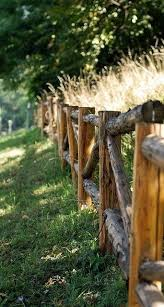 The Charm And Durability Of Split Rail Fences Due To Their Rugged And Unadorned Appearance Split Rail Fences Bring A S Rustic Fence Country Fences Log Fence