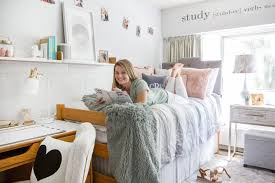 Tips And Tricks To Decorating A Fabulous Freshman Dorm Room