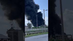 Incendio al petrolchimico di Marghera - YouTube