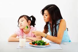 """4 TRONG 1: 04 vi chất giúp """"trẻ biếng ăn""""… """"ăn cả thế giới"""""""