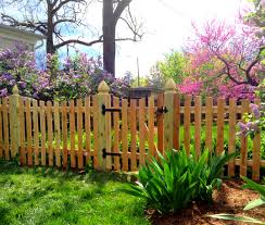 Scalloped Picket W Gothic Posts City Of Manassas Prince William County Va 2jpg Lions Fence
