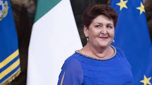 Insulti contro la ministra Bellanova su look e fisico (e il ...