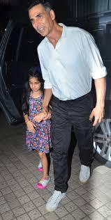 PICS: Akshay Kumar & Daughter Nitara Watch Satellite Shankar ...