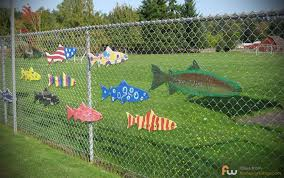 12 Who Said Chain Link Fences Had To Be Boring And Dull In 2020 Chain Link Fence Fence Decor Fence Art