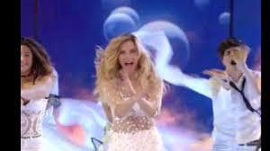 Nemicamatissima Lorella Cuccarini canta