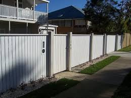 Vertical Picket Front Feature Fence With Exposed Posts And Capping With Pedestrian Gate And Letterbox Styles Of Fence Design Backyard Fences Building A Fence