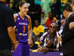 Floyd Mayweather once threatened to buy Diana Taurasi's team when she  trash-talked him during a game, and it was 'the one time she's ever been  silenced' | Business Insider
