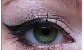 overhanging eyelid causes tips and