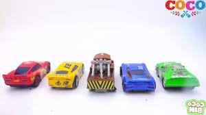 Ô Tô đồ chơi cho bé - học màu sắc với ô tô và kẹo M&M - YouTube