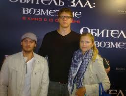 """File:Andrey """"Batt"""" Batychko & Timofey Mozgov.jpg - Wikimedia Commons"""