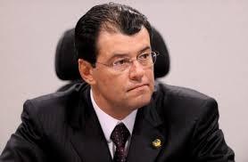 Em três meses, Eduardo Braga gasta R$ 102 mil para divulgar mandato | VEJA
