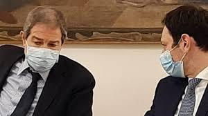 Ordinanza di Musumeci anti contagio: mascherine obbligatorie all'aperto,  nuove zone rosse e stretta alle movide