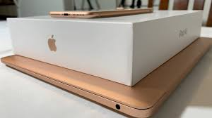 Unboxing the iPad air 3 Gold and some ...