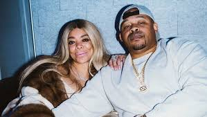 Wendy Williams Seen On Video Getting Cozy With A NEW MAN!