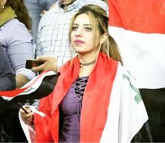 صور بنات تحمل علم العراق