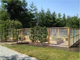 Hardscaping 101 Hog Wire Fence Gardenista Fenced Vegetable Garden Deer Resistant Garden Backyard Fences