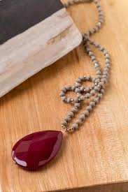 stone pendant necklace in burdy