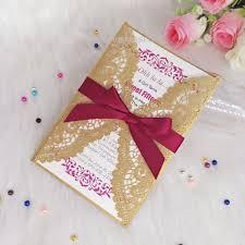Invitaciones De Boda De Oro Con Cinta De Borgona Floral Corte