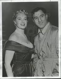 1954 Press Photo Danny Thomas Jealousy Jean Hagen Adele Jergens Flirta    Historic Images