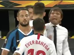 Antonio Conte clashes with Ever Banega during Europa League final ...