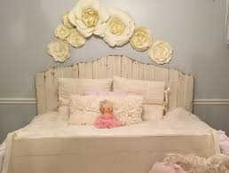 little s room decor with paper