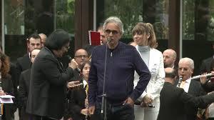 Andrea Bocelli e Renato Zero live a Sarnano - Con te partirò - YouTube