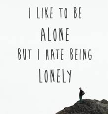 being alone es and feeling lonely