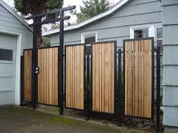 Extraordinary Outdoor Wood Gates Modern Design Come With Black Iron Gate Frames And Black Iron Posts Amenagement Exterieur Meuble Exterieur Amenagement Jardin