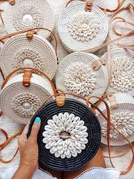 images?q=tbn%3AANd9GcTwhqzYIrHI9T5Pu4Eh7qE0jiPIj74hc jcmw&usqp=CAU - How to Start a Successsful Handmade Handbag Business