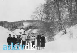 arkiv.dk | Gl. Hornstrupvej, 1948. Børge Hansen, Tove Hansen, Ada Hansen  samt 5 ukendte.