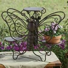 Pin de Sondra Stevens en Reciclaje en 2020   Ideas de jardinería, Soporte  para plantas, Repisas para plantas