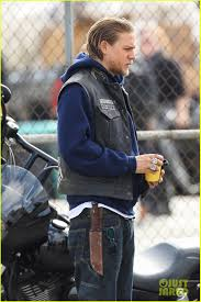 Full Sized Photo of charlie hunnam goes undercover on sons of anarchy set  02 | Photo 2960316