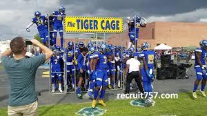Oscar Smith Tiger Football Entrance - YouTube