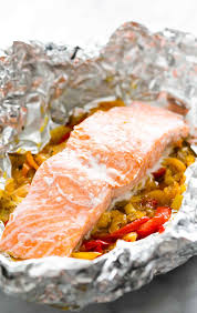 foil baked salmon with leeks and bell