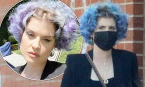 Kelly Osbourne showcases her new blue ...