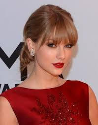 makeup for red dress and green eyes
