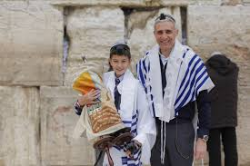 give cash for a bar mitzvah gift