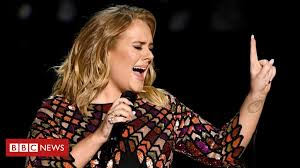 Adele 'got ordained to marry Alan Carr' - BBC News