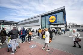 L'assalto ai supermercati nella zona rossa colpita dal coronavirus