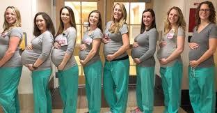 واقعة نادرة.. تسع ممرضات أمريكيات في قسم الولادة حوامل في نفس الوقت |  نيويورك نيوز