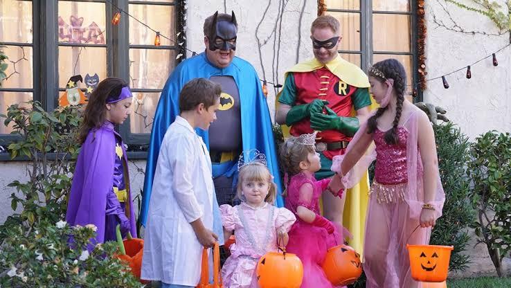 """Resultado de imagem para modern family halloween"""""""